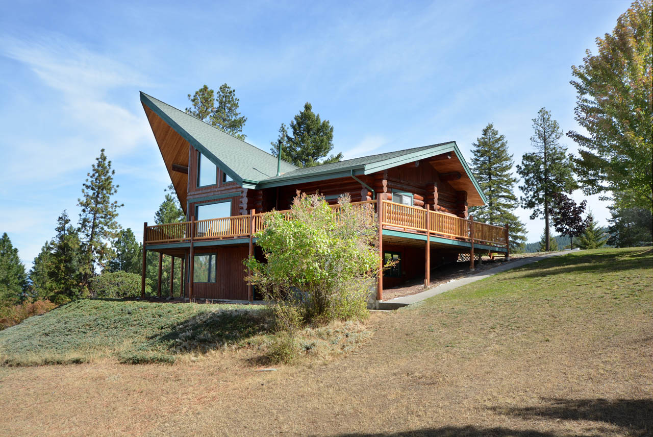 Beautiful North Idaho Log Home
