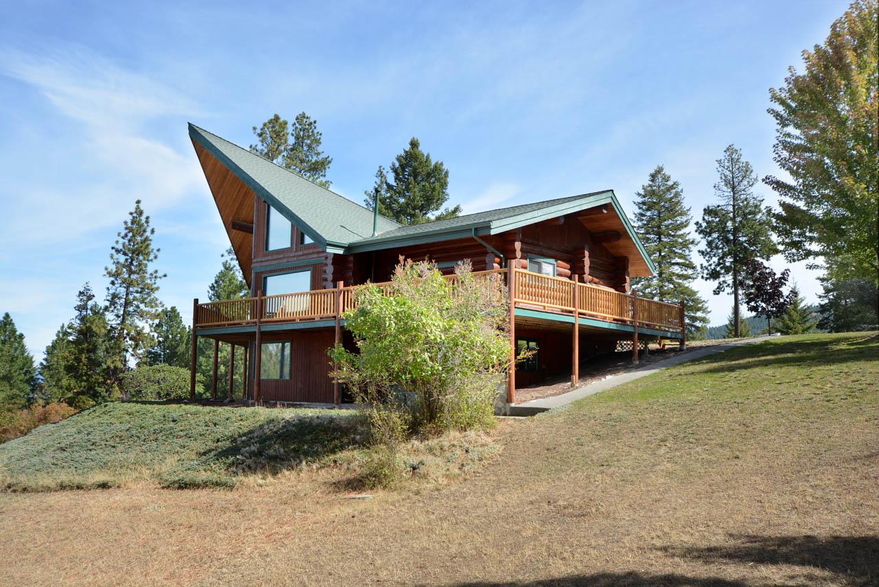 Beautiful North Idaho Log Home
